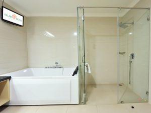 Presidential Suite - Bathroom Jacuzzi